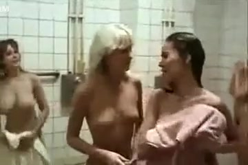 Movie with hairy Girls in Shower.